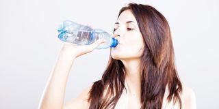 Wodny dylemat – jaką wodę pić, by sobie nie zaszkodzić