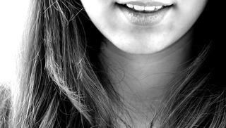 Co wpływa na przebarwienia zębów?